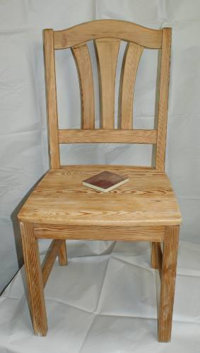 Zdjecie krzesla sosnowego po oszlifowaniu