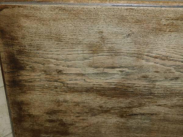 Zdjecie biurka przed renowacja
