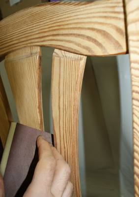 zdjecie szlifowanego krzesla sosnowego