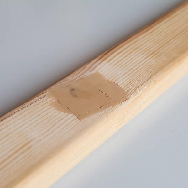 Zdjecie zaszpachlowanego drewna
